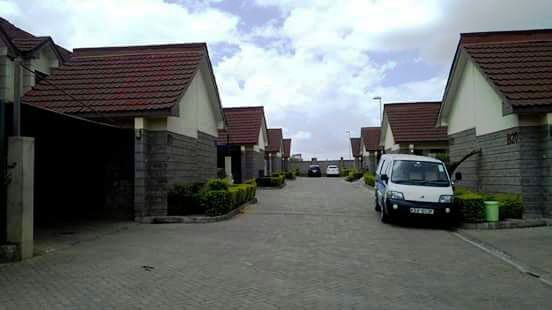 Dofra Solutions is selling a four bedroom maisonette at Syokimau. The house is located in an accessible location and it's in a gated community setting. The house has a self contained servant quarter, the parking and drive way is fitted with cabro. The property has a title deed and the selling price is ksh 14.5m. For more details and viewing contact us on 0720658764 or send us an email to info@dofrasolutions.com.